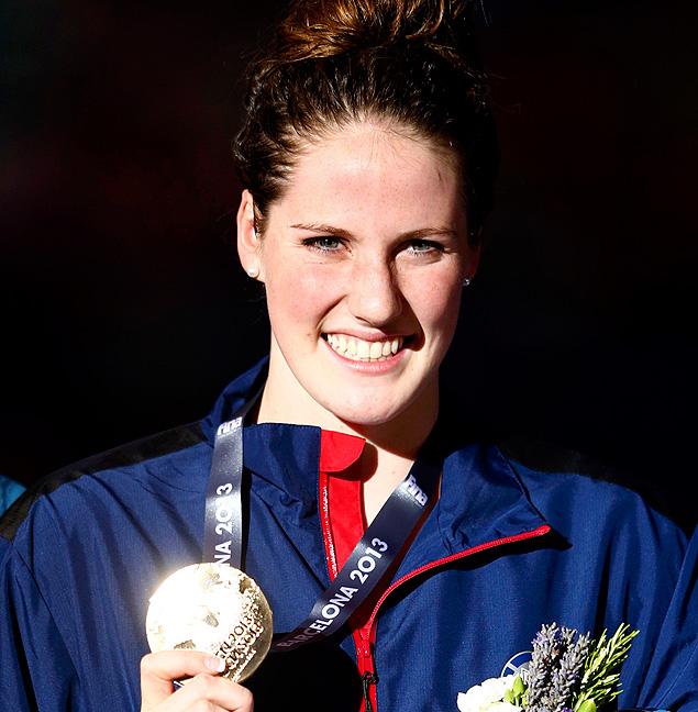 A nadadora americana Missy Franklin posa com medalha de ouro no Mundial de Barcelona, em 2013