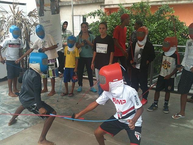 Projeto Mosqueteiros de Paraisópolis que dá aula de esgrima em comunidade carentes de São Paulo