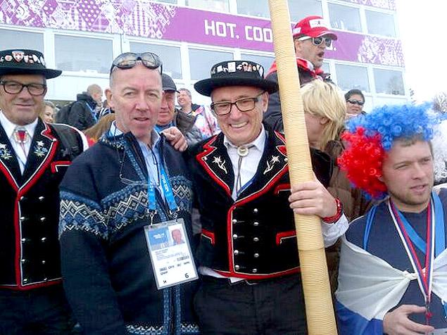 O ex-diretor do COI, Michael Payne (segundo da direita para a esquerda), durante os Jogos de Inverno de Sochi-2014 (Crédito: Reprodução/Twitter/MichaelRPayne1)