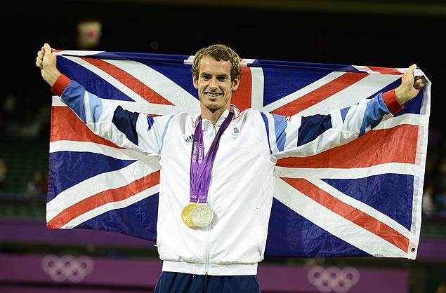 Andy Murray sobe no pódio de Londres-2012 com um ouro e uma prata no peito