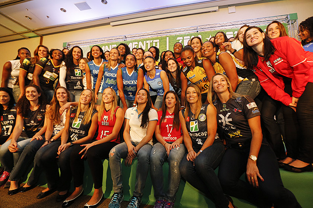 Jogadoras na festa de lançamento da Superliga, em São Paulo ( Moacyr Lopes Junior/Folhapress)