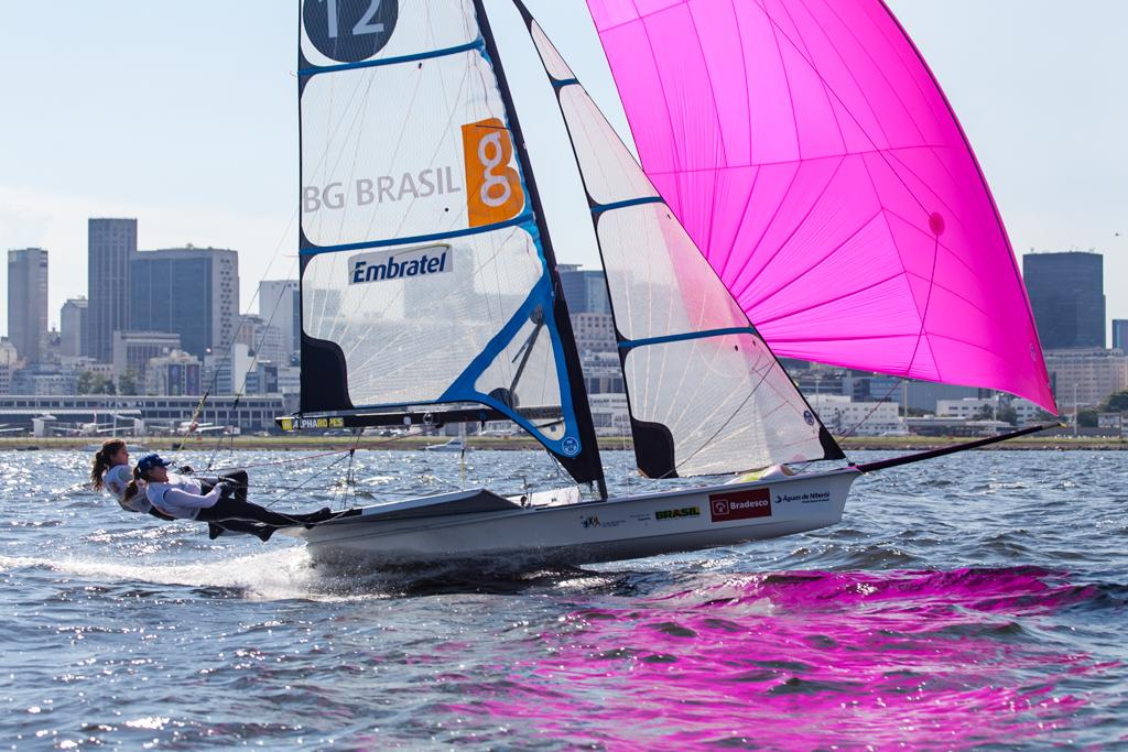 Martine e Kahena competem na Copa Brasil de vela