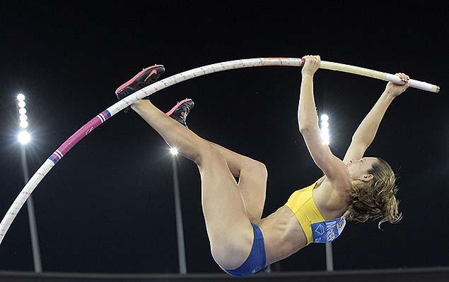 A brasileira Fabiana Murer, campeão na Liga Diamante em 2014 no salto com vara