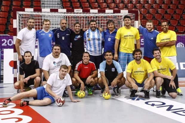 Imprensa sul-americana reunida para uma partida de handebol no Qatar