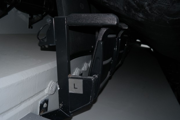 Ar-condicionado individualizado para os torcedores, embaixo das cadeiras do estádio do Al-Sadd, no Qatar (Marcel Merguizo/Folhapress)