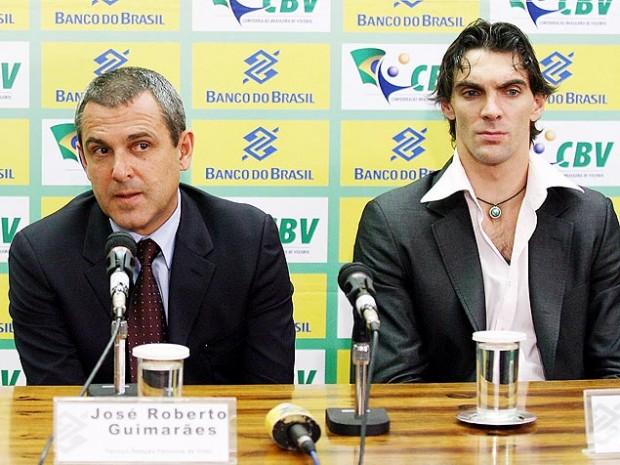 Zé Roberto e Giba em coletiva de imprensa sobre patrocínio em 2008 (Sérgio Lima/Folhapress)