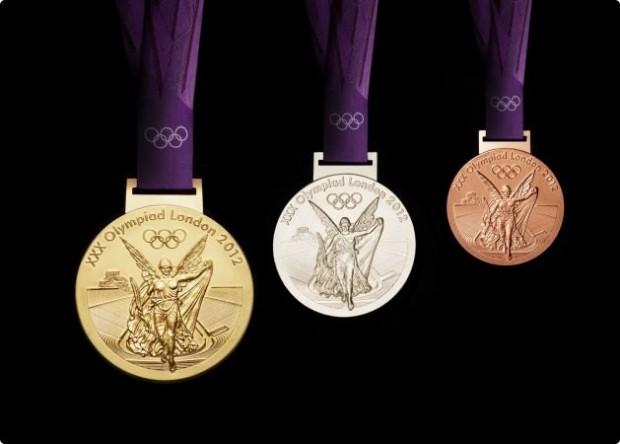 Medalhas olímpicas de Londres-2012, com a já tradicional imagem da deusa grega da vitória, Nike