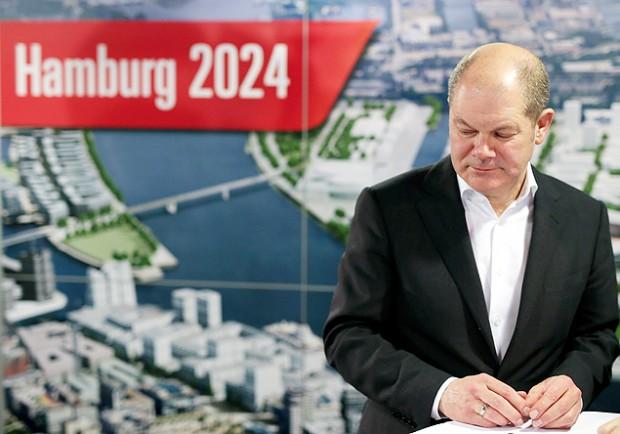 O prefeito de Hamburgo, Olaf Scholz, após o referendo que optou pela saída da cidade da corrida para 2024 (Crédito: Axel Heimken/Efe/EPA)