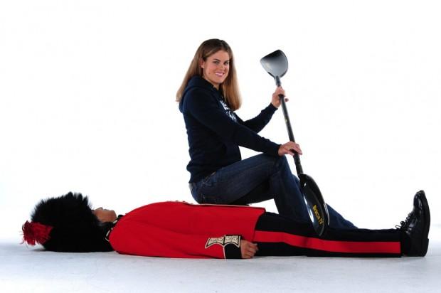 A atleta norte-americana Carrie Johnson, da canoagem, posa para as fotos de Londres-2012 (USOC/AFP)