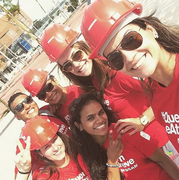 Algumas das atletas do Time Nissan em visita ao Parque Olímpico da Barra, no Rio (reprodução/Instagram)