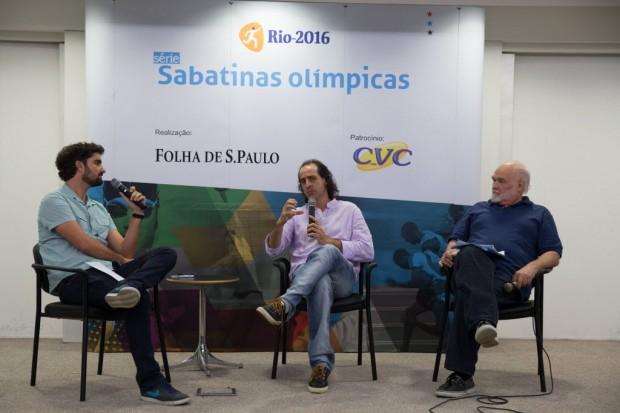 Fernando Meligeni durante sabatina olímpica da Folha com o colunista de 'Esporte' Edgard Alves e o repórter Marcel Merguizo (Diego Padgurschi /Folhapress)