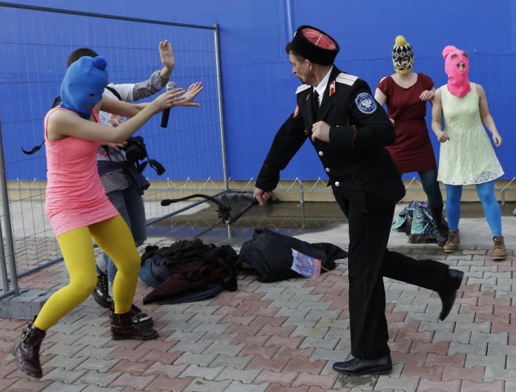 Protesto contra Jogos Olímpicos de Sochi-2014 é reprimido por polícia russa