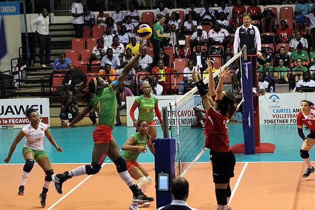 Equipe de Camarões durante jogo do pré-olímpico africano (Crédito: Divulgação FIVB)