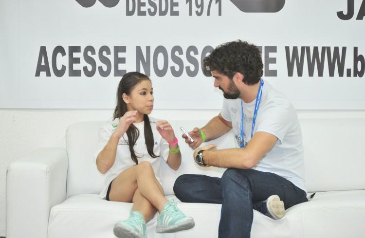 'Eu sou tipo normal, tipo você, só que menor, entendeu?', diz Flávia Saraiva  (Osvaldo F./Divulgação)